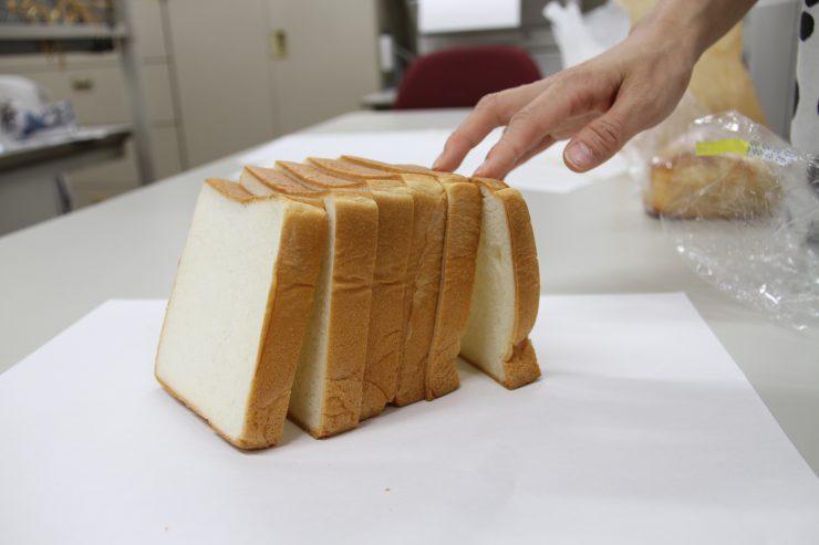 食パンを立てる