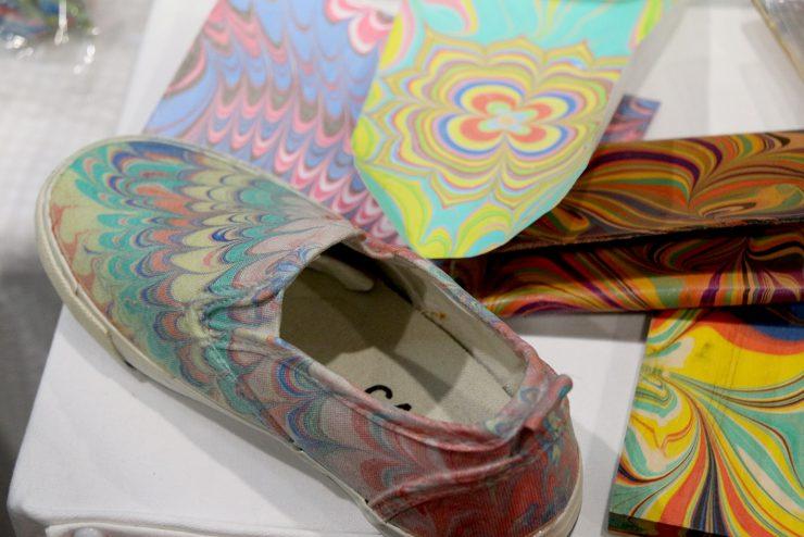 マーブリングの靴