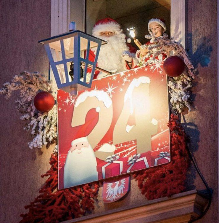クリスマス(市庁舎の窓)